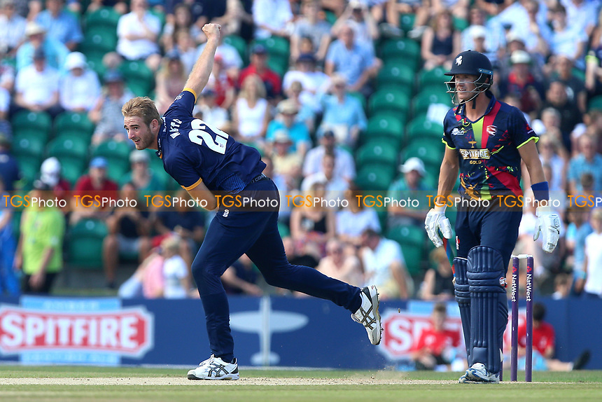 Paul Walter in bowling action for Essex during Kent Spitfires vs Essex Eagles, NatWest T20 Blast Cricket at The County Ground on 9th July 2017