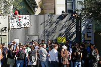CURITIBA, PR, 21.11.2016 - EDUCAÇÃO-PR – Estudantes durante ocupação do prédio da Universidade Tecnológica Federal do Paraná (UTFPR) em Curitiba na manhã desta segunda-feira (21). A ocupação é um protesto contrário à proposta de emenda constitucional que congela gastos públicos primários da União e não concordam com a reforma no ensino médio via Medida Provisória. (Foto: Paulo Lisboa/Brazil Photo Press)