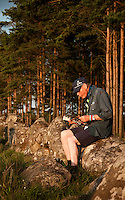 Reading officiall jamboree magazine Hej Jam! Photo: Johanna Mårtensson/Scouterna