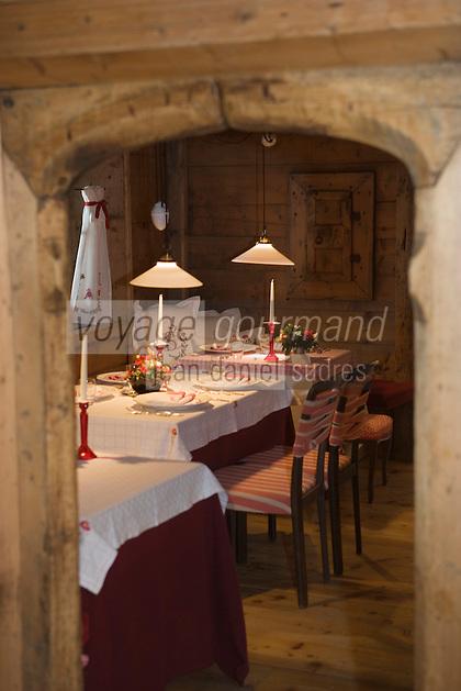 """Europe/Italie/Trentin Haut-Adige/Dolomites/Alta Badia/Corvara : Hotel La Perla salle du restaurant """"La Stüa de Milchil"""""""