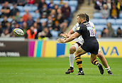 1st October 2017, Ricoh Arena, Coventry, England; Aviva Premiership rugby, Wasps versus Bath Rugby;  Jimmy Gopperth spins the ball out wide to the Wasps back-line