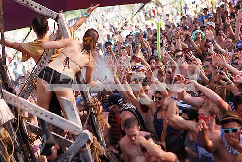 Atmosphere at Coachella Valley Music and Arts Festival in Indio California USA - 16 APR 2011. Photo credit: Zach Cordner/IconicPix.