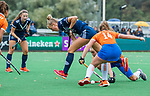 BLOEMENDAAL  - Kiki van Geldrop (Pinoke) tijdens de hoofdklasse competitiewedstrijd vrouwen , Bloemendaal-Pinoke (1-2) . COPYRIGHT KOEN SUYK