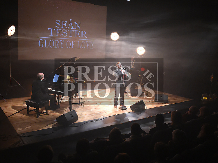Seán Tester accompanied by Edward Holly and Robert Finnegan at his sellout shows in the Droichead Arts Centre. Photo:Colin Bell/pressphotos.ie
