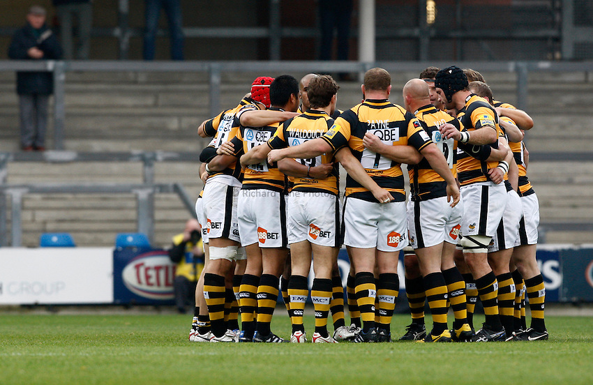 Photo: Richard Lane/Richard Lane Photography. Leeds Carnegie v London Wasps. Aviva Premiership. 31/10/2010.  Wasps huddle.