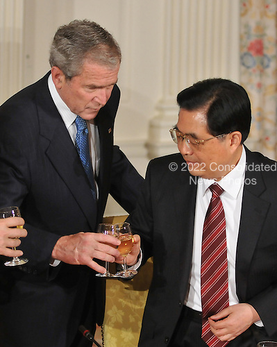 Washington, D.C. - November 14, 2008 -- United States President George W. Bush exchanges toasts with President Hu Jinta of China at a dinner prior to the Summit on Financial Markets and the World Economy on the North Portico of the White House in Washington, D.C. on Friday, November 14, 2008..Credit: Ron Sachs / Pool via CNP