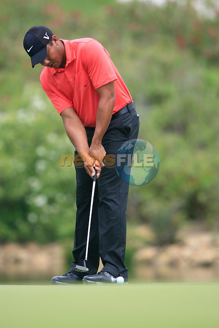 Jhonattan Vegas (VEN) putts on the 3rd green during the afternoon session on Day 2 of the Volvo World Match Play Championship in Finca Cortesin, Casares, Spain, 20th May 2011. (Photo Eoin Clarke/Golffile 2011)