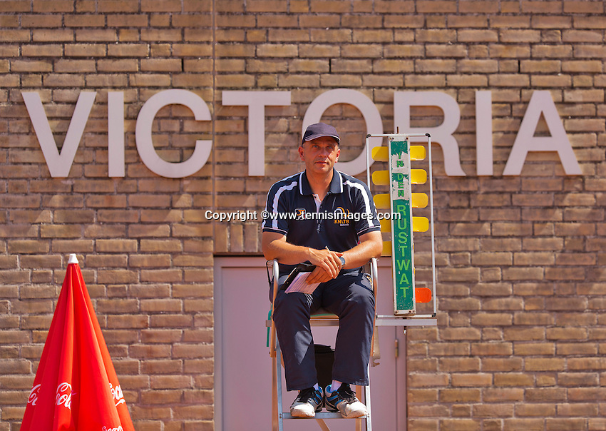 Netherlands, Rotterdam August 08, 2015, Tennis,  National Junior Championships, NJK, TV Victoria, Umpire<br /> Photo: Tennisimages/Henk Koster