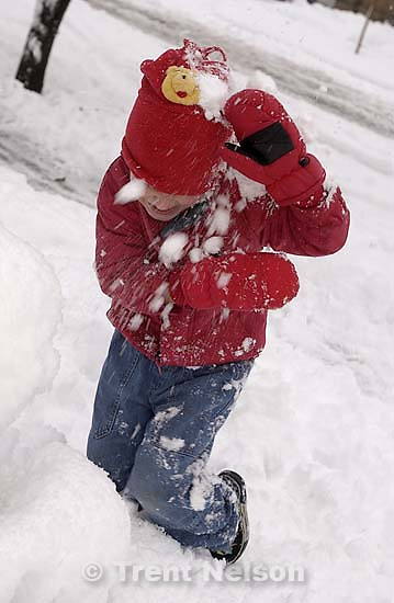 Noah Nelson playing in the snow. 11/25/2001, 4:39:01 PM<br />