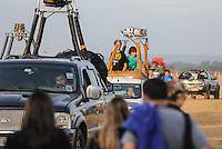TORRES, RS, 02 DE MAIO 2013 - FESTIVAL INTERNACIONAL  DE BALONISMO - Competidores durante a primeIra prova no Festival Internacional de Balonismo em Torres litoral norte do Rio Grande do Sul, na manha desta quinta-feira, 02. O evento reunirá pilotos de vários lugares do mundo como Argentina, Peru, Austrália, França e Reino Unido e segue até domingo (5).  (FOTO: WILLIAM VOLCOV / BRAZIL PHOTO PRESS).