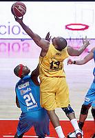 Asefa Estudiantes' Tariq Kirksay (l) and Herbalife Gran Canaria's Eulis Baez during Liga Endesa ACB match.December 19,2012. (ALTERPHOTOS/Acero) /NortePhoto