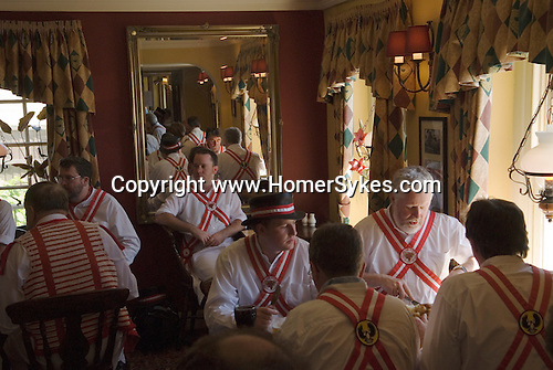 Thaxted Morris men lunch break in town pub. Essex 2006