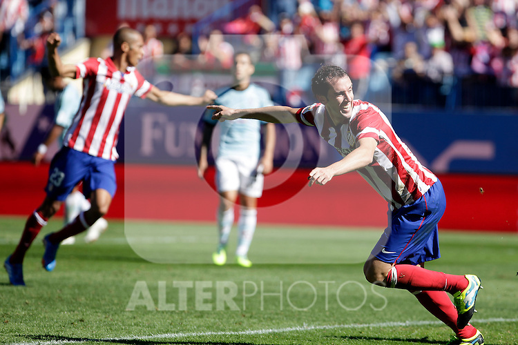 Atletico de Madrid´s Godin (R) and Miranda during La Liga 2013/14 match. October 06, 2013. (ALTERPHOTOS/Victor Blanco)