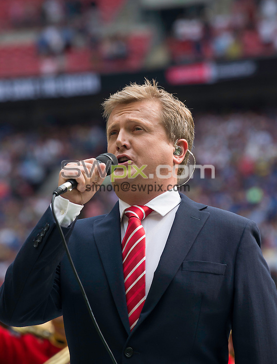 Picture by Allan McKenzie/SWpix.com - 27/08/2016 - Rugby League - Ladbrokes Challenge Cup Final - Hull FC v Warrington Wolves - Wembley Stadium, London, England - Aled Jones sings the National Anthem at the Ladbrokes Challenge Cup Final.