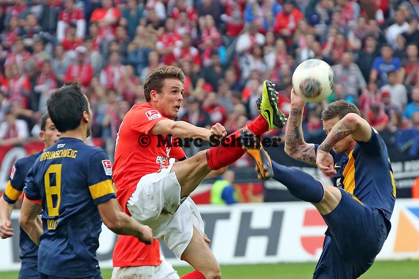 Nicolai Müller (Mainz) gegen Timo Perthel (Braunschweig)- 1. FSV Mainz 05 vs. Eintracht Braunschweig, Coface Arena, 10. Spieltag