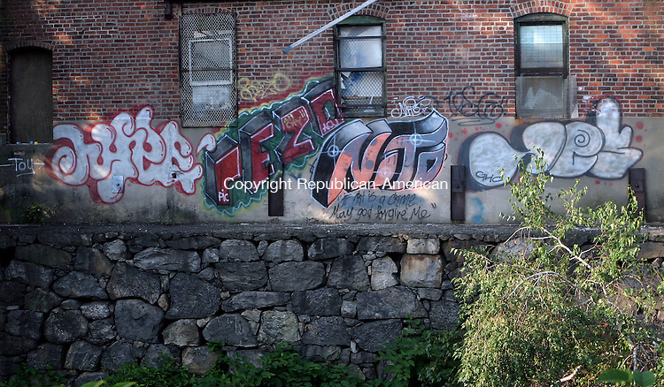WATERBURY, CT-31July 2006-073106TK12- Police have arrested juveniles that were responsible for graffiti on East Main Street in Waterbury.  Tom Kabelka Republican-American (graffiti)