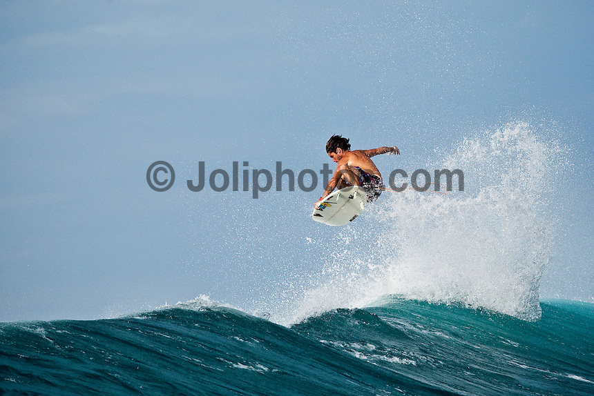 JOAO GUEDES (PRT) surfing during a boat trip through the South Male and North Male Atolls, Maldives (Tuesday, June 16th, 2009). Photo: joliphotos.com