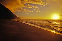 Sunset at Kalalau beach, Na Pali, north coastline of Kauai