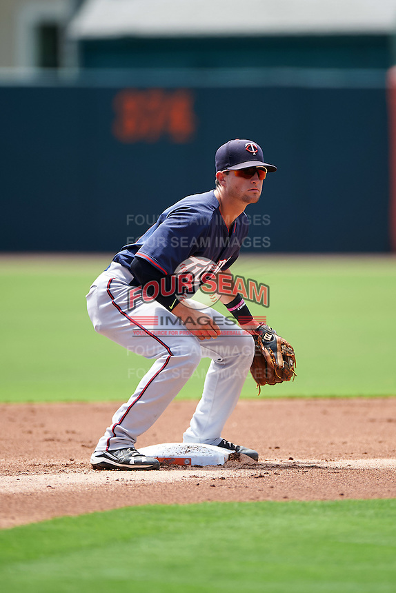 GCL Twins second baseman Dane Hutcheon (21) waits for a throw during a game against the GCL Orioles on August 11, 2016 at the Ed Smith Stadium in Sarasota, Florida.  GCL Twins defeated GCL Orioles 4-3.  (Mike Janes/Four Seam Images)