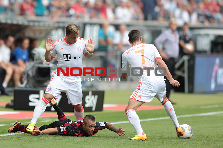 17.08.2013, Commerzbank-Arena, Frankfurt am Main, GER, 1. Bundesliga, 2. Spieltag, Eintracht Frankfurt vs Bayern M&uuml;nchen, im Bild Xherdan Shaqiri (Bayern M&uuml;nchen, #11), Stephan Schr&ouml;ck (Eintracht Frankfurt, #17) und Franck Rib&eacute;ry (Bayern M&uuml;nchen, #7)<br /> <br /> <br /> Foto &copy; nph / Schwarz