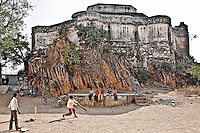 Boys playing cricket in front of ancient fort. Cricket is one of the most popular games in India.<br /> (Photo by Matt Considine - Images of Asia Collection)