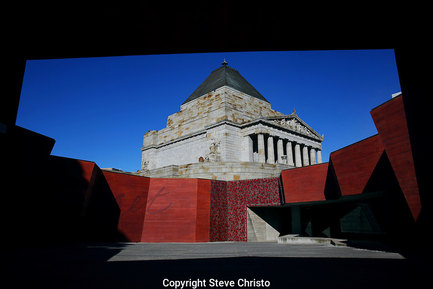 War Memorial in Melbourne. Melbourne,Victoria. Thursday 28th August  2014. Photo: (Steve Christo)