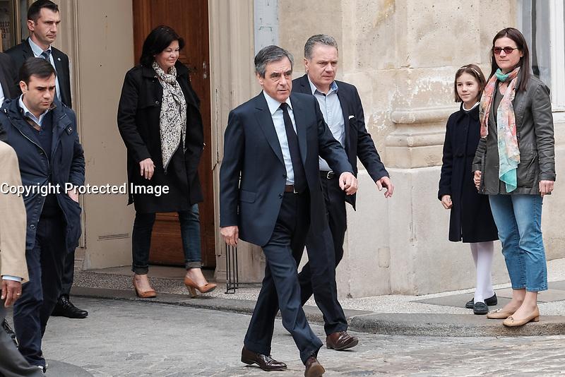 FRANCOIS FILLON - FRANCOIS FILLON ARRIVE POUR VOTER A LA MAIRIE DU 7EME ARRONDISSEMENT DE PARIS, FRANCE, LE 23/04/2017.