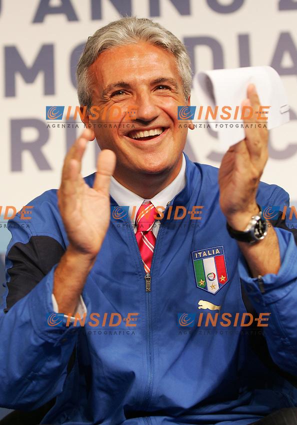 Fiuggi, 14/09/2006<br /> Fonte Anticolana, Festa dell'UDC, dibattito su: &quot;Calcio anno Zero: dal Mondiale alla rinascita&quot;.<br /> <br /> Nella foto: On. Luciano Ciocchetti.<br /> Photo Antonietta Baldassarre Inside