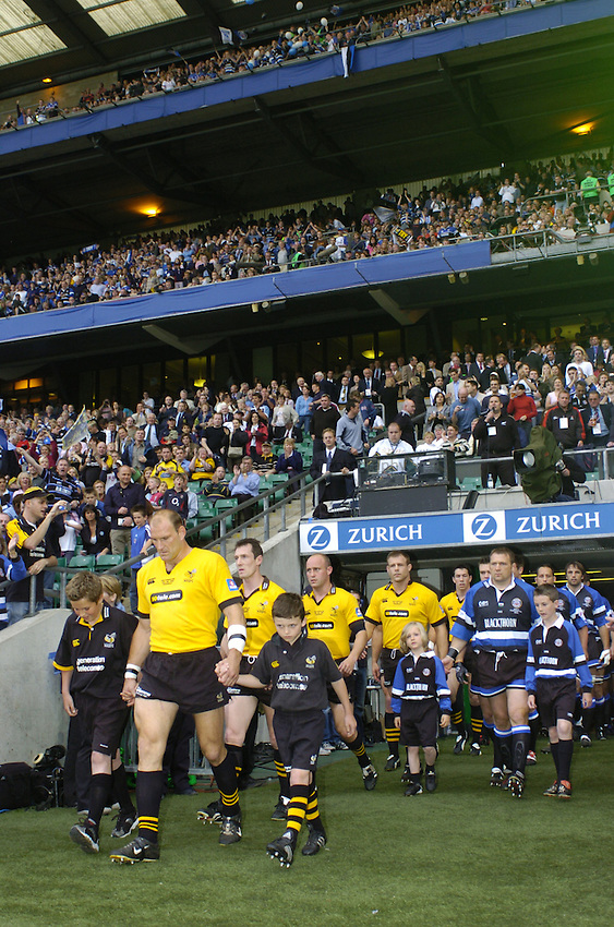 Photo. Jed Wee..Bath Rugby v London Wasps, Zurich Premiership Final, 29/05/2004..The captains Lawrence Dallaglio (L) and Jonathan Humphreys lead the teams out for the final.