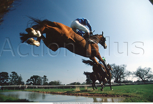 FONTWELL PARK National Hunt Horse Racing, 9504034. Photo: Glyn Kirk/Action Plus...1995.water jump.remote.national hunt.steeplechase.steeplechasing.jumps.equestrian sports