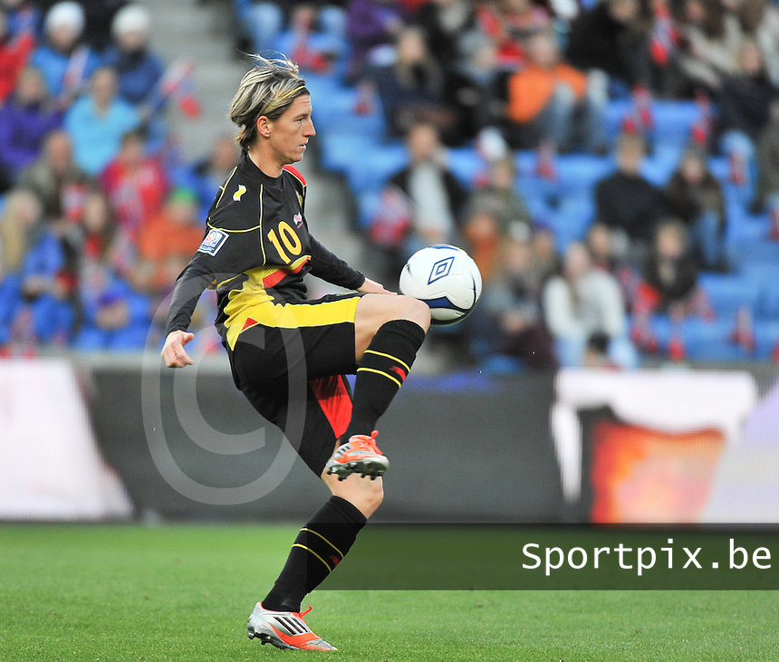 20130925 - OSLO , NORWAY : Belgian Aline Zeler pictured during the female soccer match between Norway and Belgium , on the second matchday in group 5 of the UEFA qualifying round to the FIFA Women World Cup in Canada 2015 at the Ullevaal Stadion , Oslo . Wednesday 25th September 2013. PHOTO DAVID CATRY