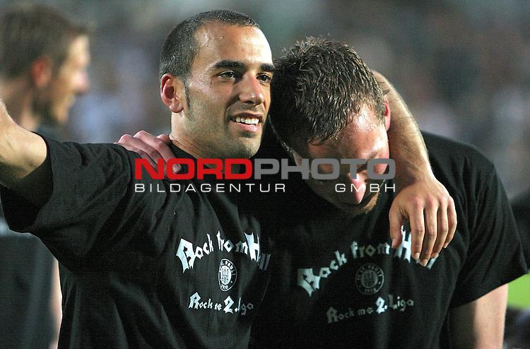 RLN 2006/2007  37. Spieltag Rueckrunde<br /> FC St.Pauli &ndash; vs. Dynamo Dresden 2:2<br /> <br /> St.Pauli Innenverteidiger Duo Kapit&auml;n Fabio Morena (links) Arm in Arm mit Marcel Eger (rechts). Beide mit T-Shirt des Aufstiegs &quot;rock from hell - Rock me 2.Liga&quot;.Gl&uuml;cklich, ersch&ouml;pft, jubelnd <br /> <br /> <br /> <br /> Foto: &copy; nph (nordphoto)<br /> <br /> *** Local Caption ***