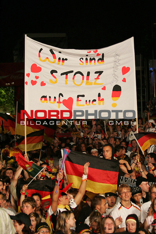 FIFA WM 2006 - Feature Fanmeile Berlin<br /> Play #63 (08-Jul) - Germany vs Portugal.<br /> Supporters from Germany celebrate the 3-1 victory against Portugal at Brandenburger Tor in Berlin after the match of the World Cup in Stuttgart with the message: &quot;Wir sind stolz auf euch!&quot;<br /> Foto &copy; nordphoto
