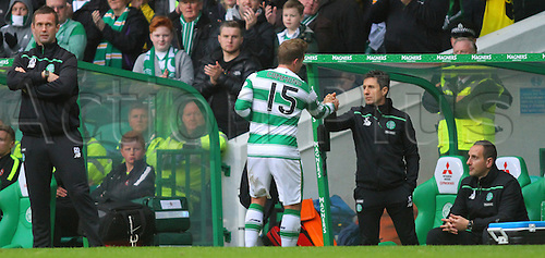 25.10.2015. Glasgow, Scotland. Scottish Premier League. Celtic versus Dundee United. Kris Commons and assistant manager John Collins