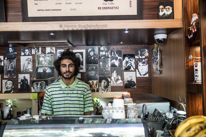 Giovane proprietario di un caff&egrave; a Isfahan<br />