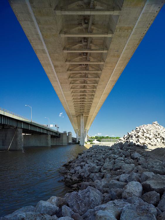 Veteran's Glass City Skyway Bridge   Architect: HNTB