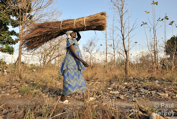 Joice Kiden carries home thatch she has cut in the Southern Sudan village of Yondoru. Families here are rebuilding their lives after returning from refuge in Uganda in 2006 following the 2005 Comprehensive Peace Agreement between the north and south. A United Methodist, she will use the thatch for roofing. NOTE: In July 2011, Southern Sudan became the independent country of South Sudan