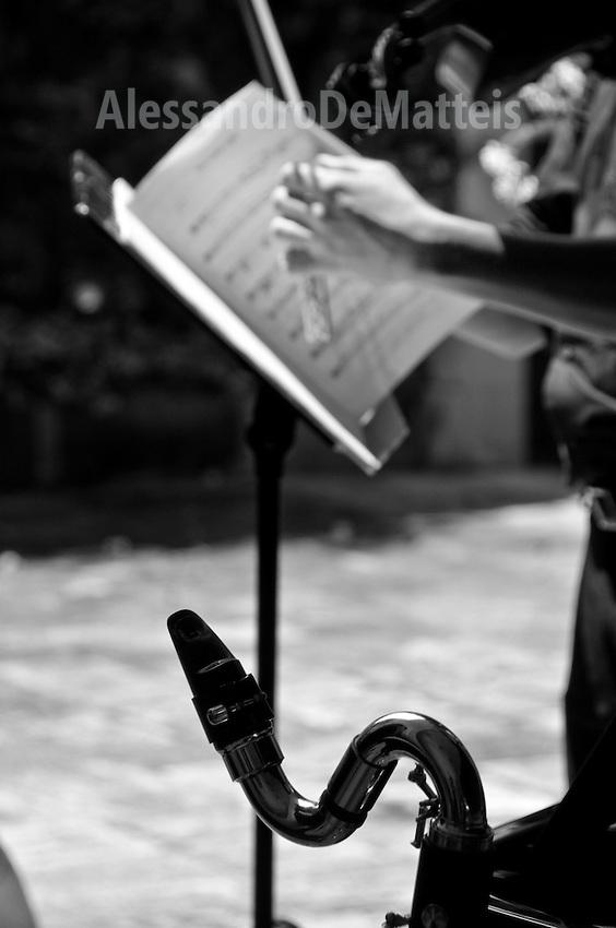 Lecce - Cortili aperti 2011 - dettaglio di un evento musicale nel Palazzo Apostolico Orsini.
