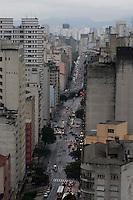 SAO PAULO, 14 DE MAIO DLE 2012. CLIMA E TEMPO EM SAO PAULO. Chuva durante a tarde de segunda feira , avenida sao joao e ao fundo elevado costa e silva, regiaoo central de São Paulo.FOTO VAGNER CAMPOS- BRAZIL PHOTO PRESS