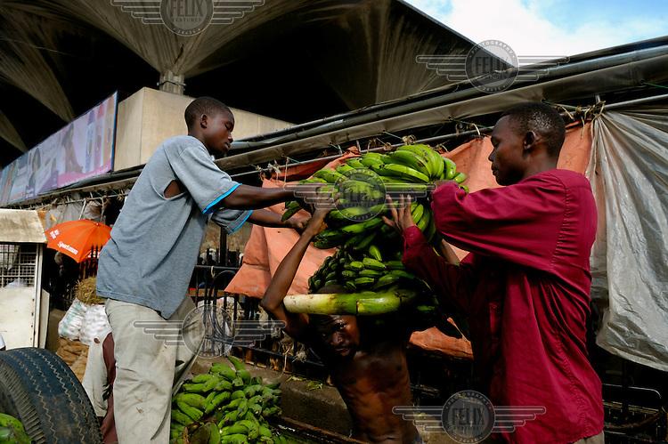 Unloading bananas at Kariakoo market.