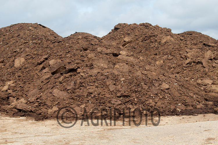 20.6.2020 Heap of chicken manure <br /> ©Tim Scrivener Photographer 07850 303986<br />      ....Covering Agriculture In The UK.