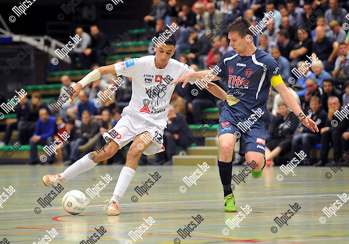 2013-05-10 / Futsal / seizoen 2012-2013 / Antwerpen - Malle / Achahbar met Hakkens (r. Malle)..Foto: Mpics.be