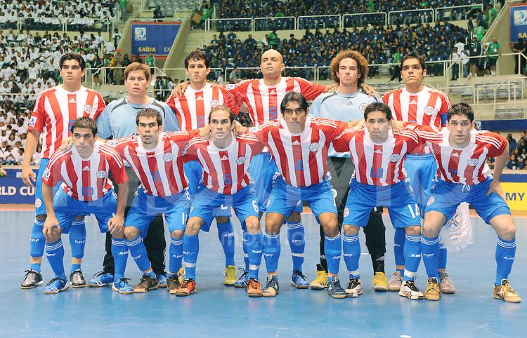 Fussball  International  FIFA  FUTSAL WM 2008   06.10.2008 Vorrunde Gruppe B Thailand - Paraguay Teamfoto Paraguay, hinten von links: Jose ROTELLA (PAR); Carlos ESPINOLA (PAR), Oscar JARA (PAR), Robson FERNANDEZ (PAR), Mario GAZOLLI (PAR), Carlos CHILAVERT (PAR).  Vorne von links: Walter VILLALBA (PAR), Horacio OSORIO (PAR), Jose Luis SANTANDER (PAR), Rodolfo ROMAN (PAR), Rene VILLALBA (PAR) und Fabio ALCARAZ (PAR),,