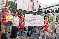 Protest der Gewerkschaft fuer Erziehung und Wissenschaft, GEW-Berlin fuer eine bessere Bezahlung von Erzieherinnen und Erziehern sowie Sozialpaedagoginnen und Sozialpaedagogen vor der Senatsbildungsverwaltung am Dienstag, 13. September 2016.<br /> Die Einkommen der Protestierende sind nach GEW-Aussagen bis zu 423,- Euro niedriger als die ihrer Kollegen in anderen Bundeslaendern. Dagegen Protestierte die Gewerkschaft und forderte die Senatsbildungsverwaltung auf, sich in den Koalitionsverhandlungen nach der Abgeordnetenhauswahl im September 2016 fuer eine gerechte Entlohnung einzutreten.<br /> Im Bild 2.vl: Sigrid Klebba, Staatssekretaerin für Jugend und Familie. Sie ist statt der Senatorin Scheeres zu den Protestierenden gekommen.<br /> 13.9.2016, Berlin<br /> Copyright: Christian-Ditsch.de<br /> [Inhaltsveraendernde Manipulation des Fotos nur nach ausdruecklicher Genehmigung des Fotografen. Vereinbarungen ueber Abtretung von Persoenlichkeitsrechten/Model Release der abgebildeten Person/Personen liegen nicht vor. NO MODEL RELEASE! Nur fuer Redaktionelle Zwecke. Don't publish without copyright Christian-Ditsch.de, Veroeffentlichung nur mit Fotografennennung, sowie gegen Honorar, MwSt. und Beleg. Konto: I N G - D i B a, IBAN DE58500105175400192269, BIC INGDDEFFXXX, Kontakt: post@christian-ditsch.de<br /> Bei der Bearbeitung der Dateiinformationen darf die Urheberkennzeichnung in den EXIF- und  IPTC-Daten nicht entfernt werden, diese sind in digitalen Medien nach §95c UrhG rechtlich geschuetzt. Der Urhebervermerk wird gemaess §13 UrhG verlangt.]