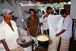 (97/18/37)-Anuradhapura-Sri Lanka - January 08, 1997 -- Distribution of food by WFP (World Food Programme); FNS/SAN, rural, men, people -- Photo: © HorstWagner.eu