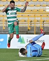 BOGOTÁ -COLOMBIA, 12-08-2018: Mariano Vasquez (Izq) de La Equidad disputa el balón con Nahuel Losada (Der) arquero de Deportivo Pasto durante partido por la fecha 4 de la Liga Águila II 2018 jugado en el estadio Metropolitano de Techo de la ciudad de Bogotá. / Mariano Vasquez (L) player of La Equidad fights for the ball with Nahuel Losada (R) goalkeeper of Deportivo Pasto during match for the date 4 of the Aguila League II 2018 played at Metropolitano de Techo stadium in Bogotá city. Photo: VizzorImage/ Gabriel Aponte / Staff