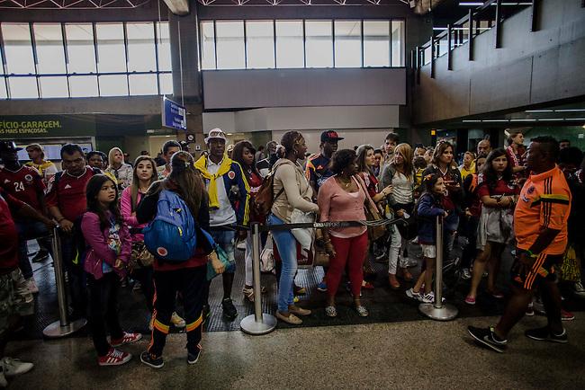 Los familiares de los jugadores de la Selecci&oacute;n Colombia, esperan en el aeropuerto de Sao Paulo para embarcar el avi&oacute;n de la Fuerza Aerea Colombiana antes del partido de cuartos de final entre Brasil y Colombia, el 4  de julo de 2014.<br /> <br /> Foto: Joaquin Sarmiento/Archivolatino<br /> <br /> COPYRIGHT: Archivolatino<br /> Solo para uso editorial. No esta permitida su venta o uso comercial.