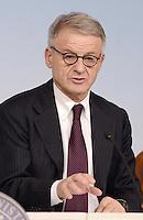 Roma, 30 Novembre 2012.Palazzo Chigi..Il ministro dell'ambiente Corrado Clini  durante la conferenza stampa dopo il Consiglio dei Ministri sull'Ilva di Taranto.
