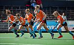 AMSTELVEEN  - Warming Up, ex international  Willemijn Kuis-Bos  speelt haar laatste hoofdklasse wedstrijd.   Hoofdklasse hockey dames ,competitie, dames, Amsterdam-Groningen (9-0) .     COPYRIGHT KOEN SUYK