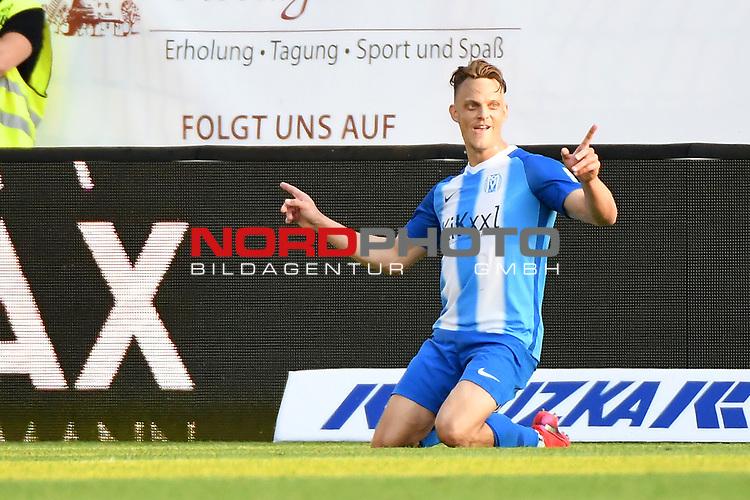 12.06.2020, Hänsch-Arena, Meppen, GER, 3.FBL, SV Meppen vs. Hallescher FC, <br /> <br /> im Bild<br /> Rene Guder (SV Meppen, 18) jubelt nach seinem Tor zum 2:1. Jubel, Freude, Emotion, Torjubel, Torschuetze, Torschütze.<br /> <br /> <br /> DFL REGULATIONS PROHIBIT ANY USE OF PHOTOGRAPHS AS IMAGE SEQUENCES AND/OR QUASI-VIDEO<br /> <br /> Foto © nordphoto / Paetzel